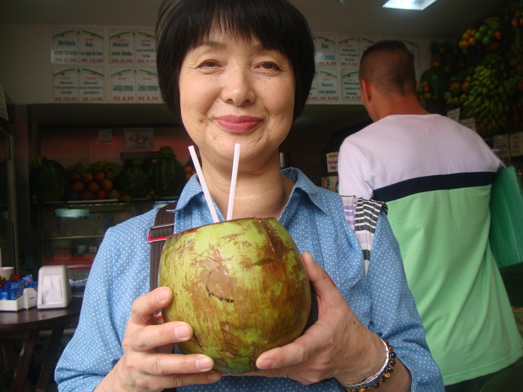 マーケットでココナツジュースを堪能しました