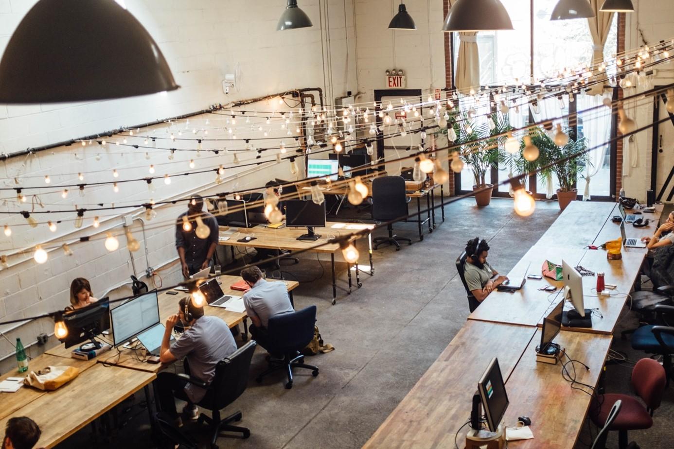 Tiers-lieu, coworking, fablab, l'entreprise hors des murs.
