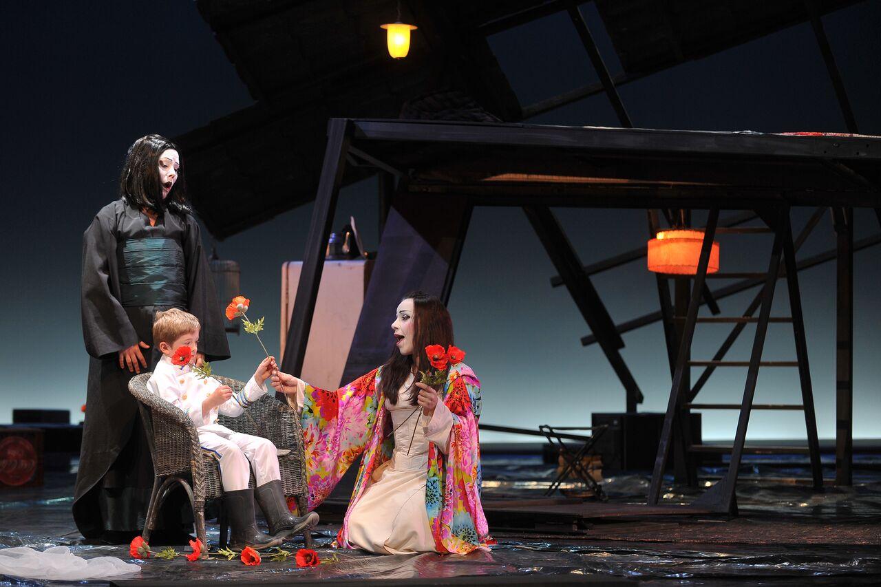 « Gaspard Brécourt, tire le meilleur parti de la petite formation qu'est l'Orchestre du festival, faisant entendre toutes les nuances des violons déchaînés par Puccini. »