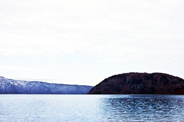 右に見えるのが小倉半島と赤壁