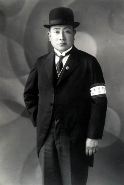 祖父は宮崎県庁勤務時代に昭和天皇を案内した