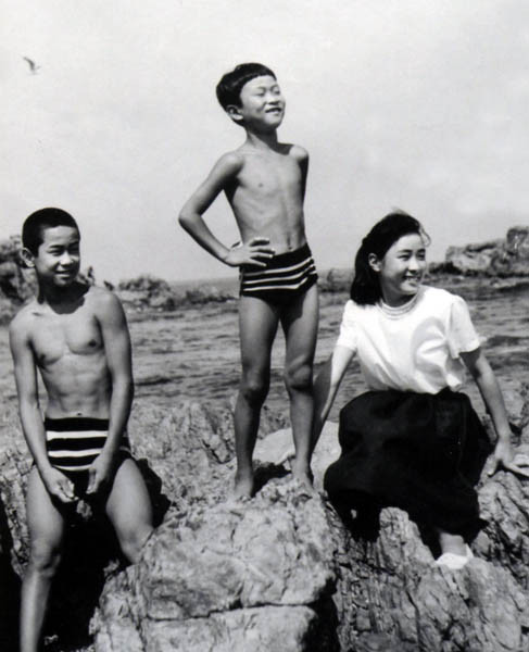 3人兄弟 八戸市の種差公園で海水浴