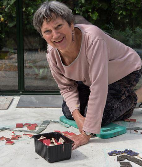 Boden-Mosaik von Elinor Maiß