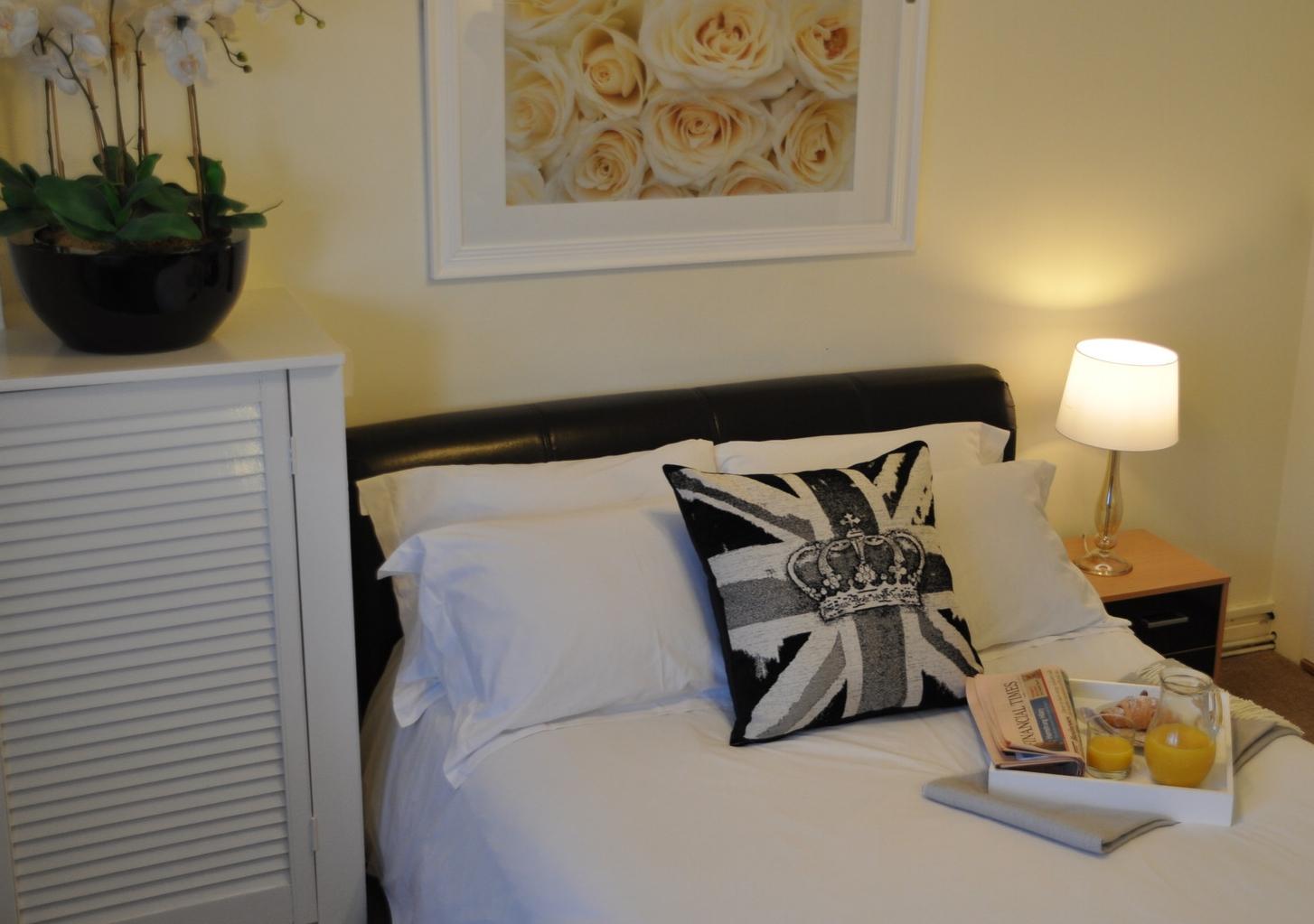 marlyn lodge | short term accommodation whitechapel | lloyds of
