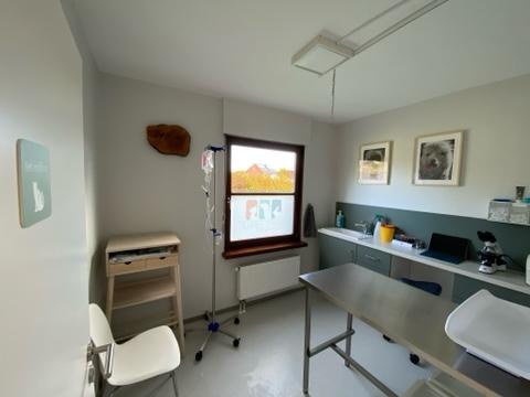 Behandlungszimmer 1 (das ehemalige Wartezimmer)