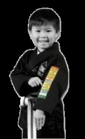 Lebenskompetenztraining der TOWASAN Karate Schule München motiviertes ind mit Abzeichen