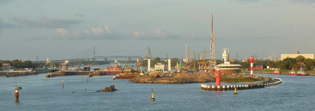 In der Elbe Richtung Hamburg