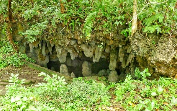 Tropfsteinhöhle mit Süßwasser
