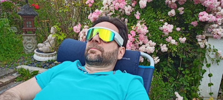lunettes psio avec alain rivera rsynerj dans son jardin