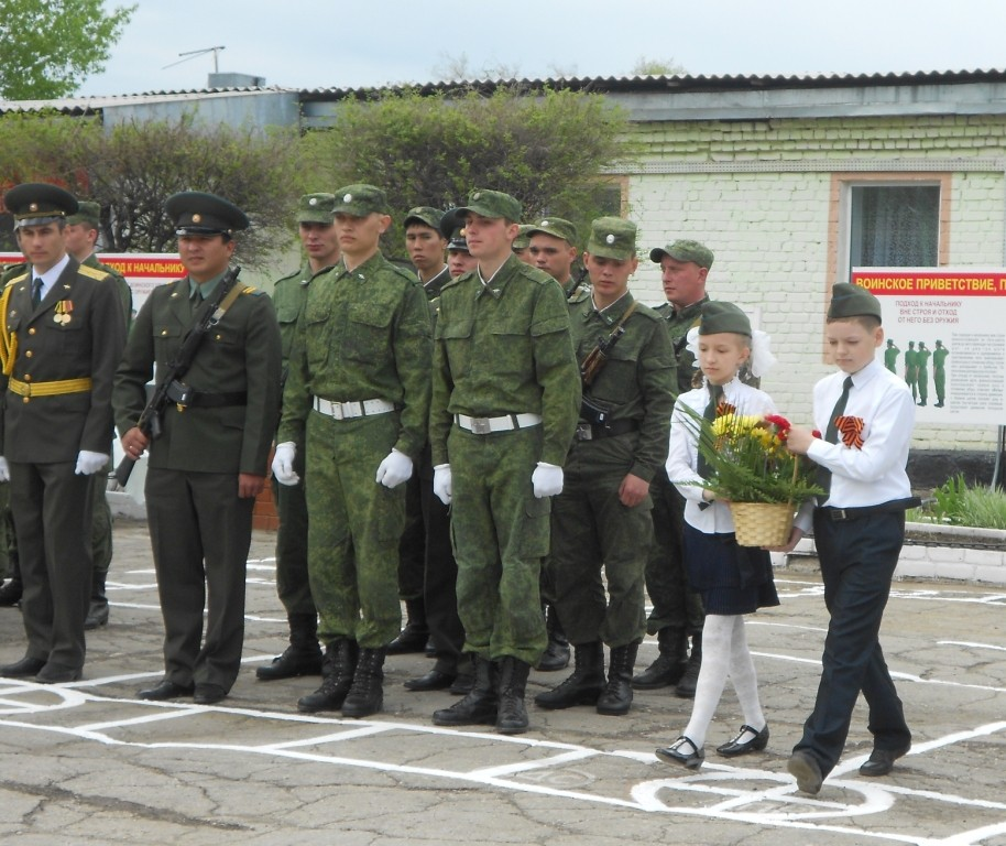 Возложение цветов к памятнику воину-освободителю