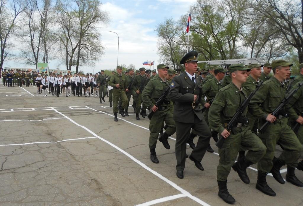 В едином строю офицеры, рядовые и учащиеся 6б класса