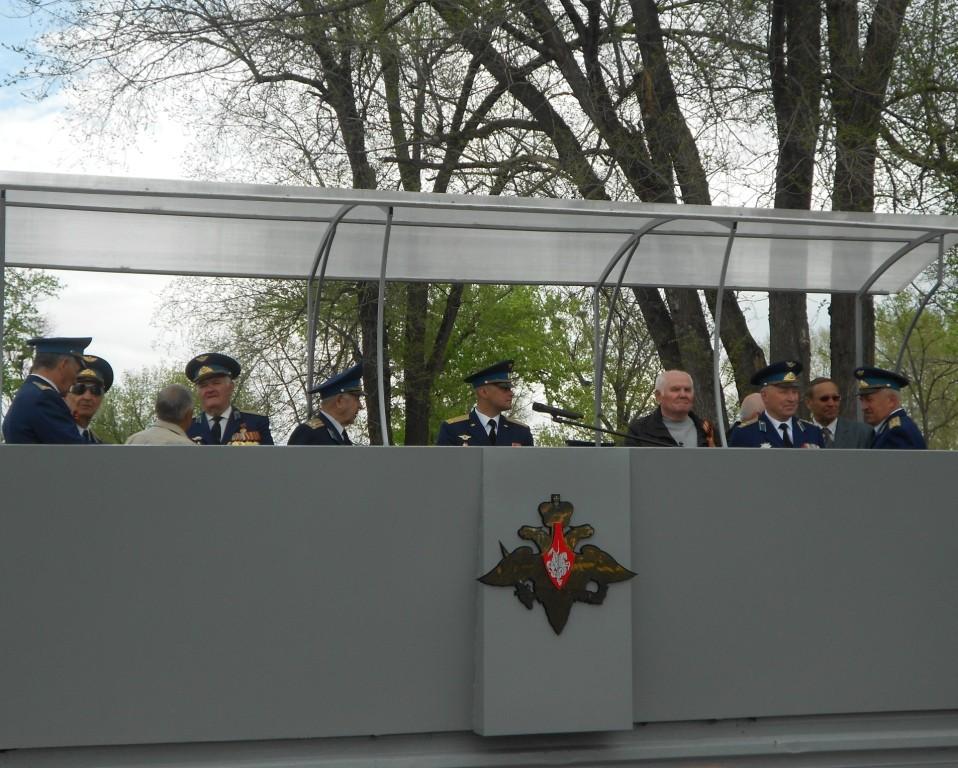 На трибуне ветераны Вооруженных сил