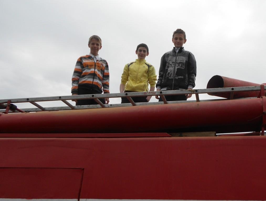 Три весёлых друга - экипаж машины боевой!