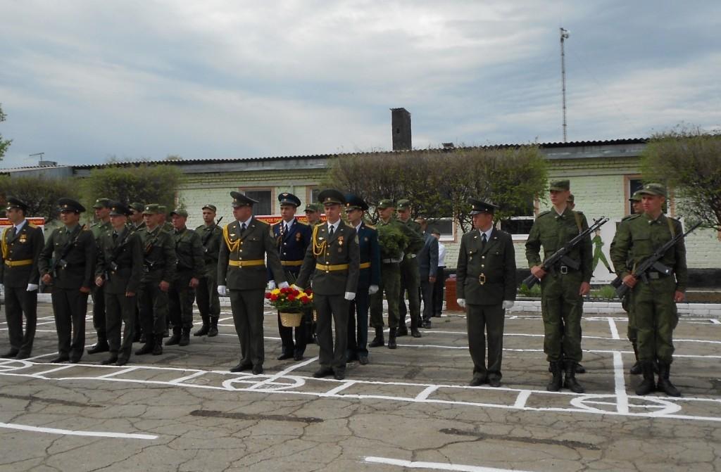 Возложение цветов и венков к памятнику воину-освободителю