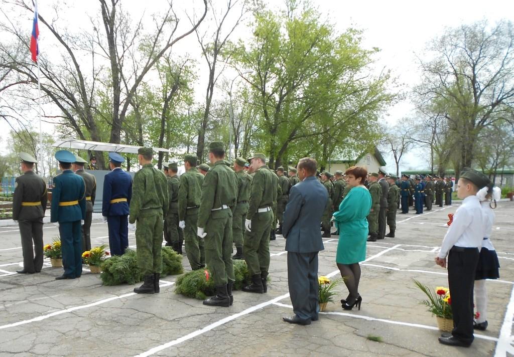 Возложение венков и цветов  к памятнику воину-освободителю