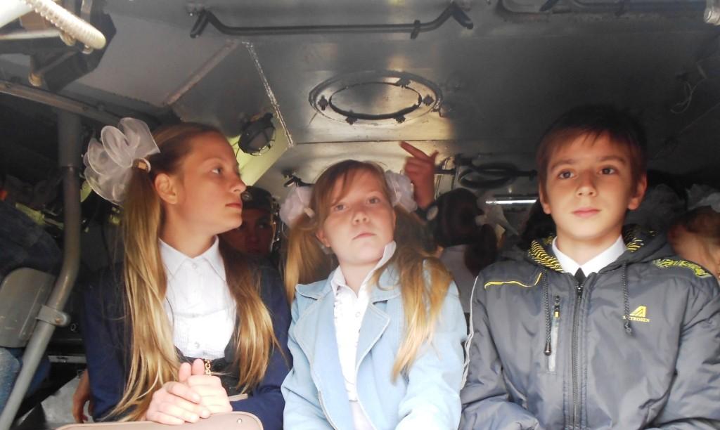 В боевой машине Ведищева Олеся, Рухлова Дарья, Балабонин Глеб