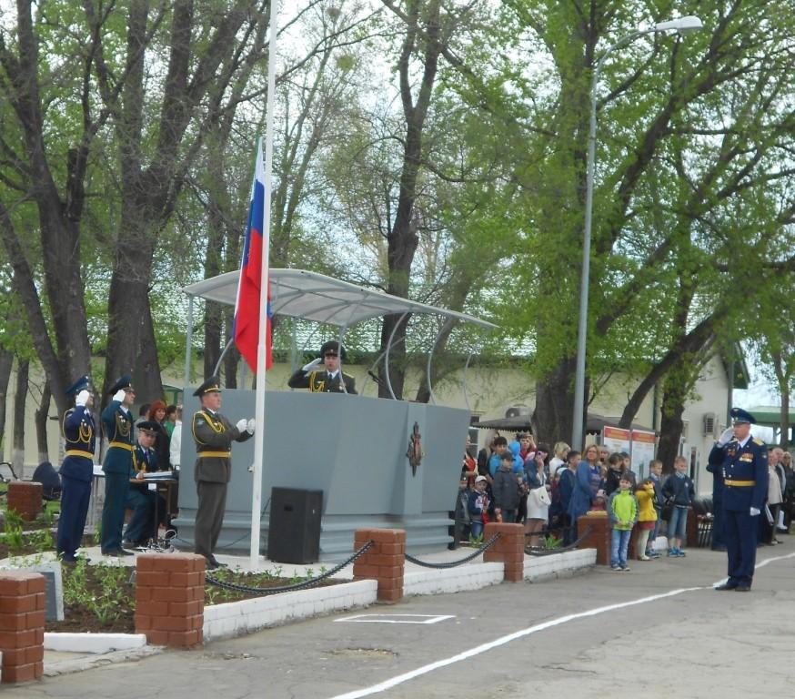 Поднятие российского флага и гимн РФ