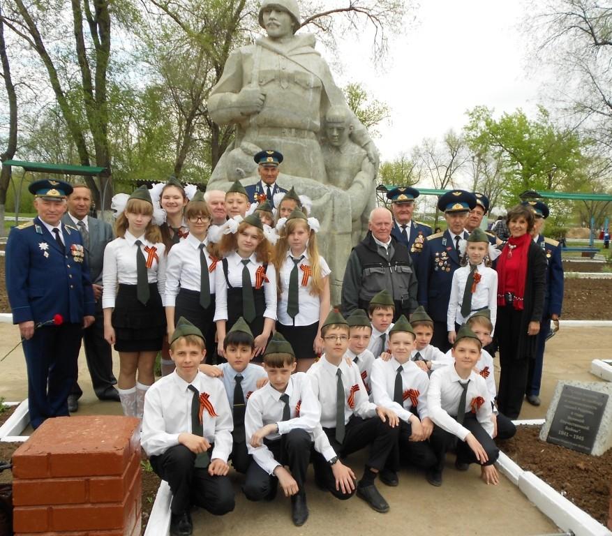 Фото с ветеранами Вооруженных сил на память