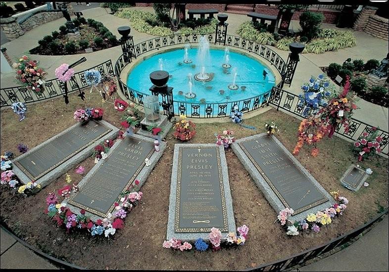 Die Gr Ber Der Presleys Auf Graceland Im Meditation Garden Zum Vergr Ern Gew Nschtes Foto