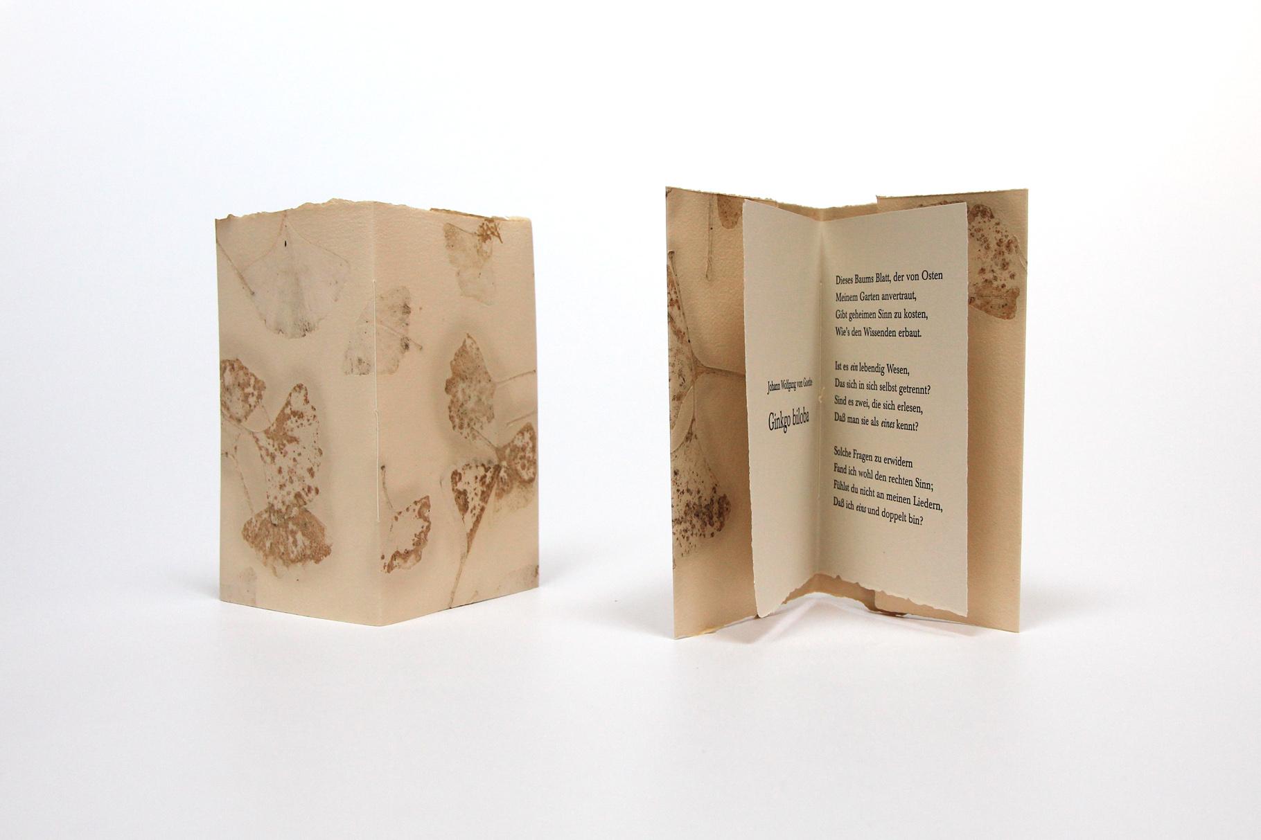 """""""Ginkgo biloba"""" (2005) - Ein Heft, gestaltet von John Gerard mit einem Gedicht von Johann Wolfgang von Goethe"""