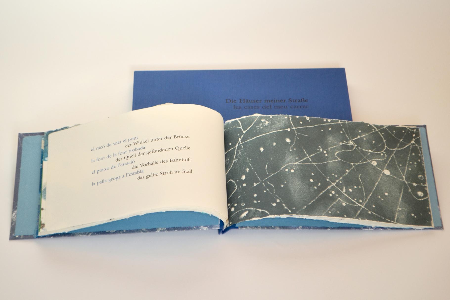 """""""Die Häuser meiner Straße"""" (2006) - Ein Künstlerbuch, gestaltet von Victoria Rabal, mit einem Gedicht von Enric Casasses, hergestellt in Zusammenarbeit mit John Gerard"""