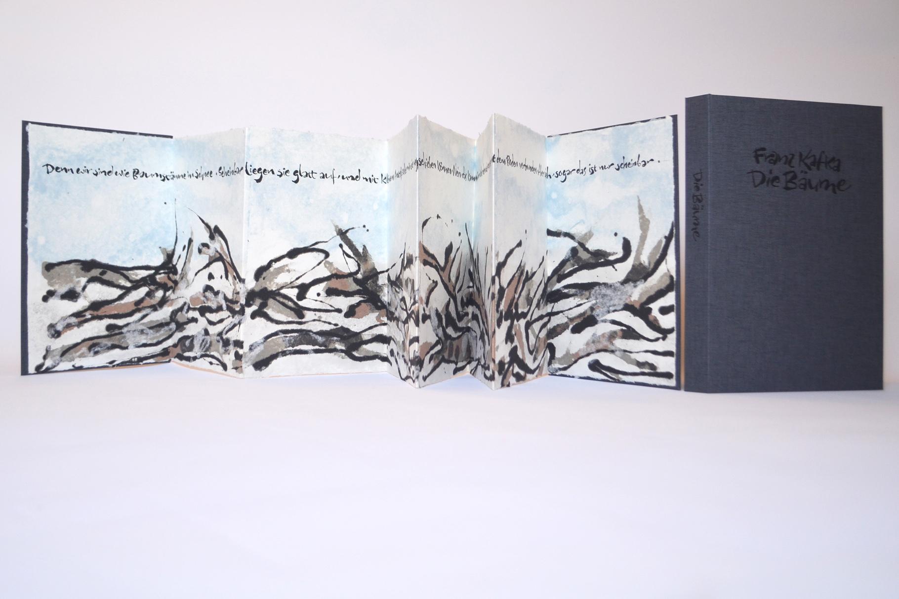 """""""Die Bäume"""" (2018) - Ein Künstlerbuch mit Papiergüssen von Prof. Josef Walch in Zusammenarbeit mit John Gerard und einem Text von Franz Kafka"""
