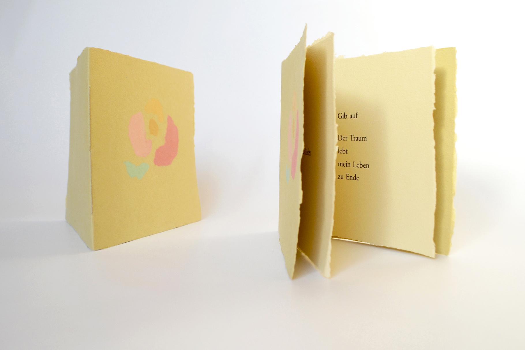 """""""Gib auf"""" (2004) - Ein Heft, gestaltet von John Gerard mit einem Papierguss von Heide Bauerle und einem Gedicht von Rose Ausländer"""