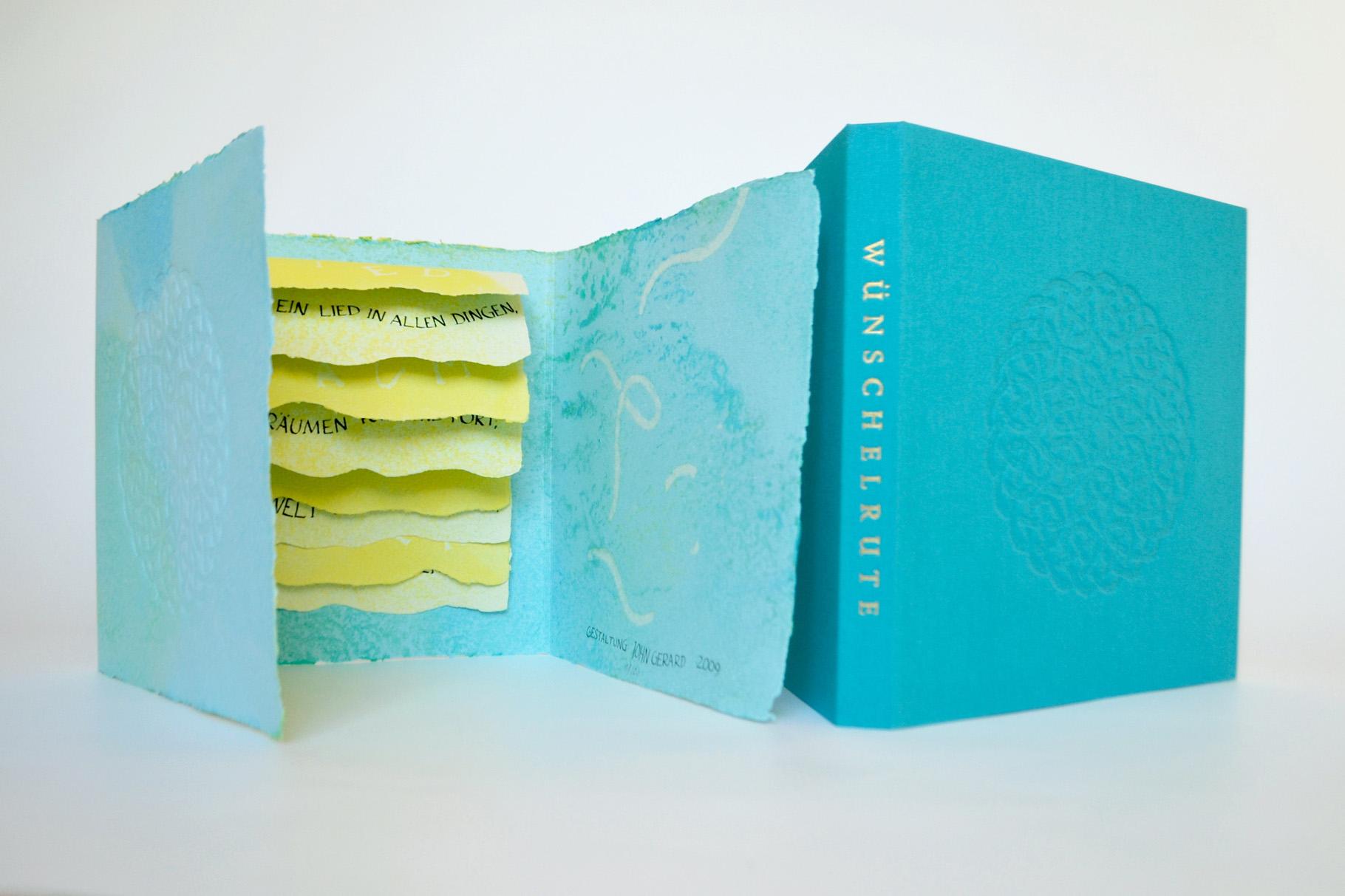 """""""Wünschelrute"""" (2009) - Ein Künstlerbuch von John Gerard mit der ersten Zeile des Gedichts """"Schläft ein Lied in allen Dingen"""" von J. von Eichendorff"""