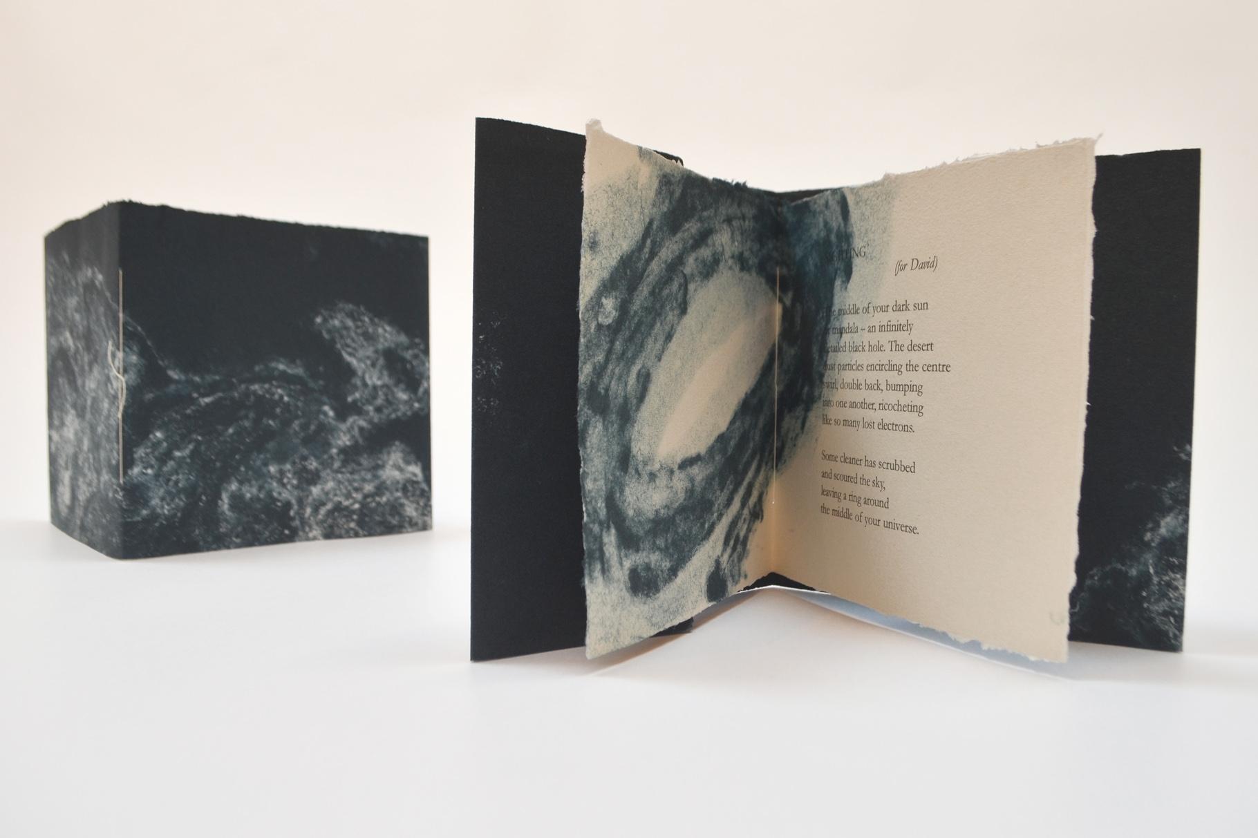 """""""Sighting"""" (2020) - Ein Heft, gestaltet von John Gerard mit einem Gedicht von Kevin Perryman"""