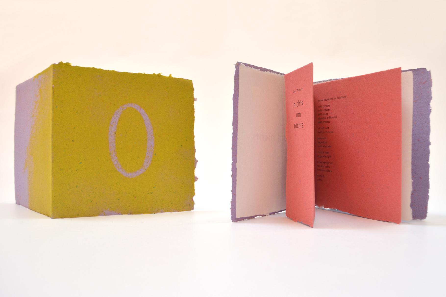 """""""nichts um nichts"""" (2004) - Ein Heft, gestaltet von John Gerard mit einem Text von Uwe Warnke"""