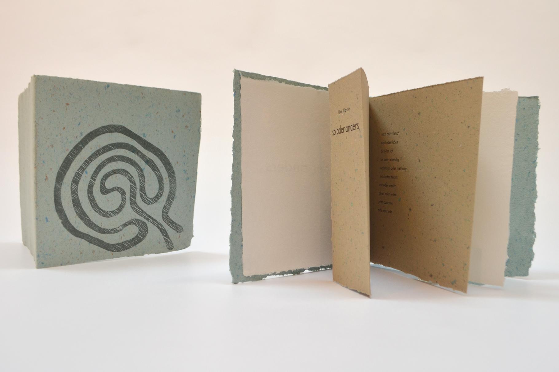"""""""so oder anders"""" (2004) - Ein Heft, gestaltet von John Gerard mit einem Text von Uwe Warnke"""