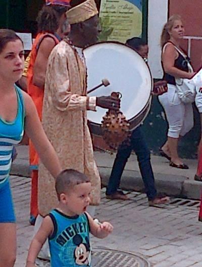 Pasacalles en el Día de la Cultura Cubana.
