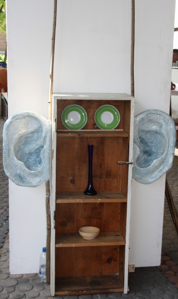 Großer Höhrer, Installation, 100 x 200 x 30 cm