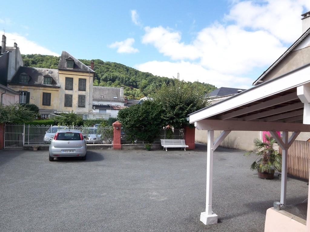 Parking et cour, Résidence Ana, Bagnères de Bigorre (65)