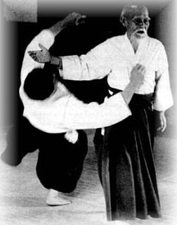 和歌山田辺(明治16年生れ)武道家・植芝盛平が昭和前期創始した武道。