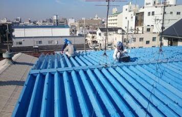 工場屋根に熱交換塗料