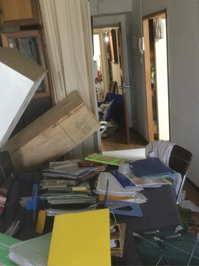 中村の事務所は有馬~高槻断層帯に近い場所で8階が大きく揺れました。