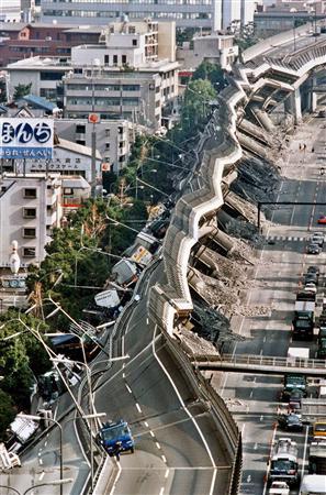 高速道路が震災で崩壊