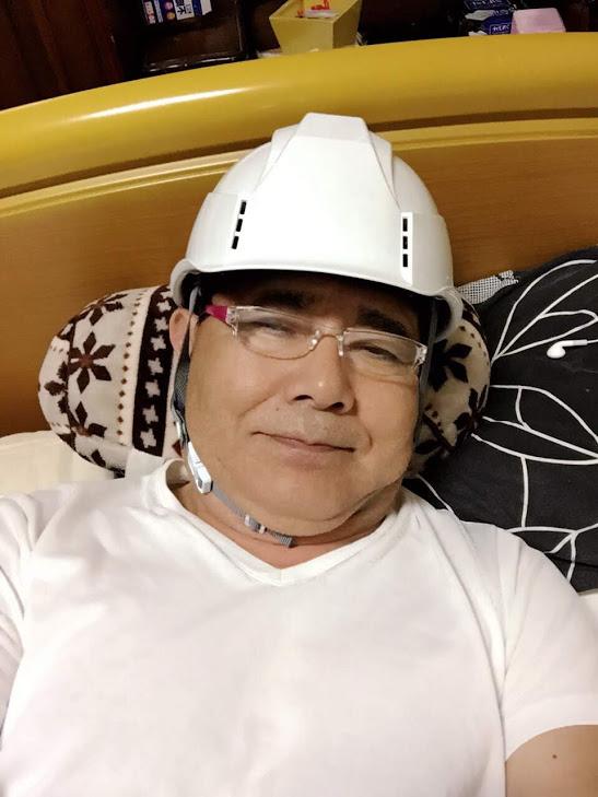 アシストの事務所も活断層帯に近く、自宅の寝室で落ち着くまでヘルメットを用意しました。