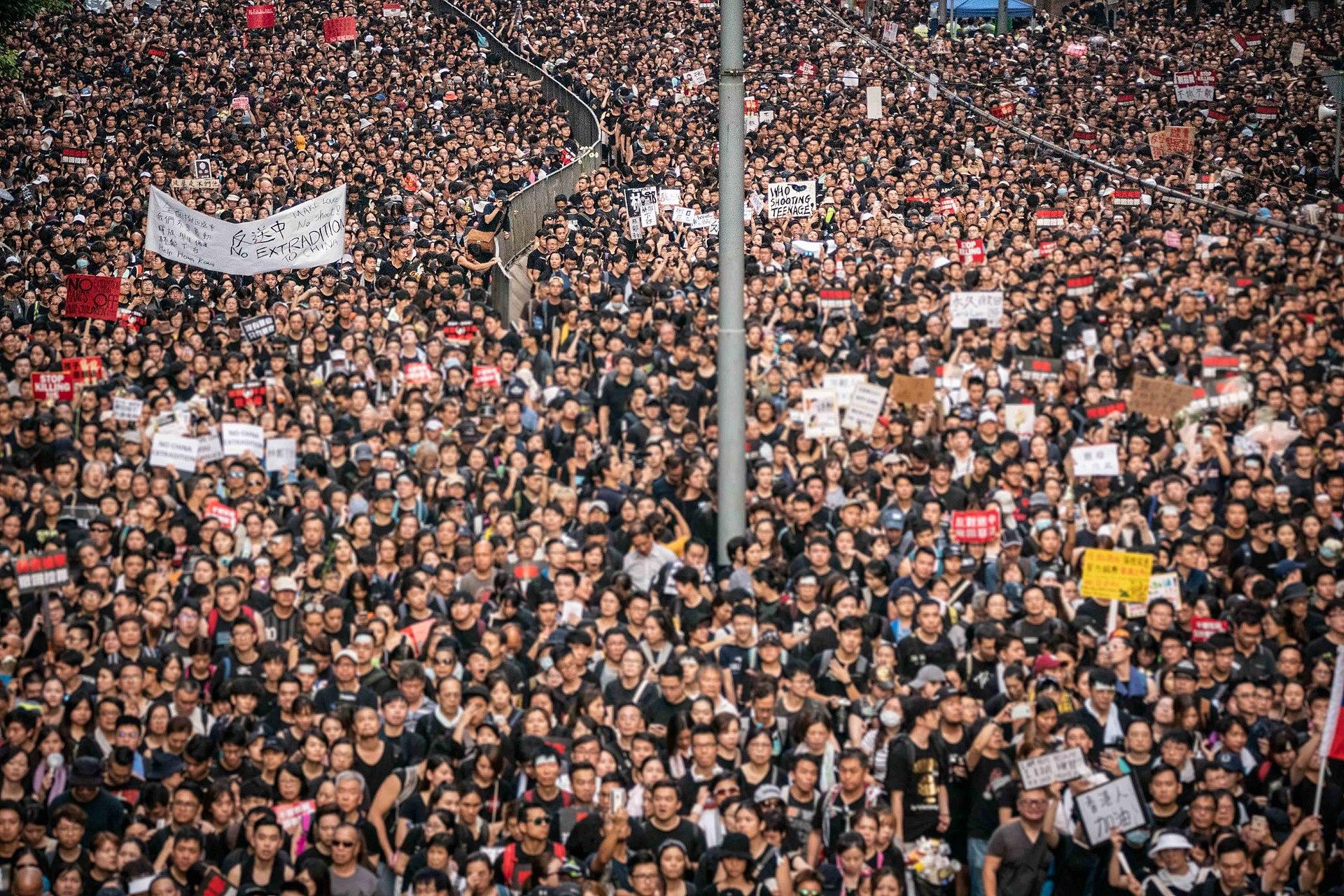 香港の逃亡犯条例案反対のデモが200万人に拡大
