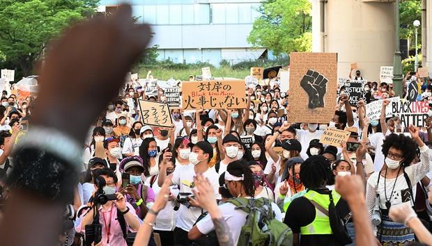 日本 大阪中之島~アメリカ領事館へ行進デモ1000人