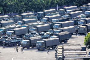 8月16日 中国深圳に集結する中国治安部隊