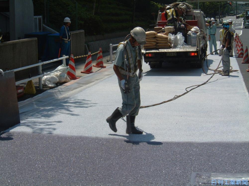東京都は3年前から遮熱舗装を進めている。