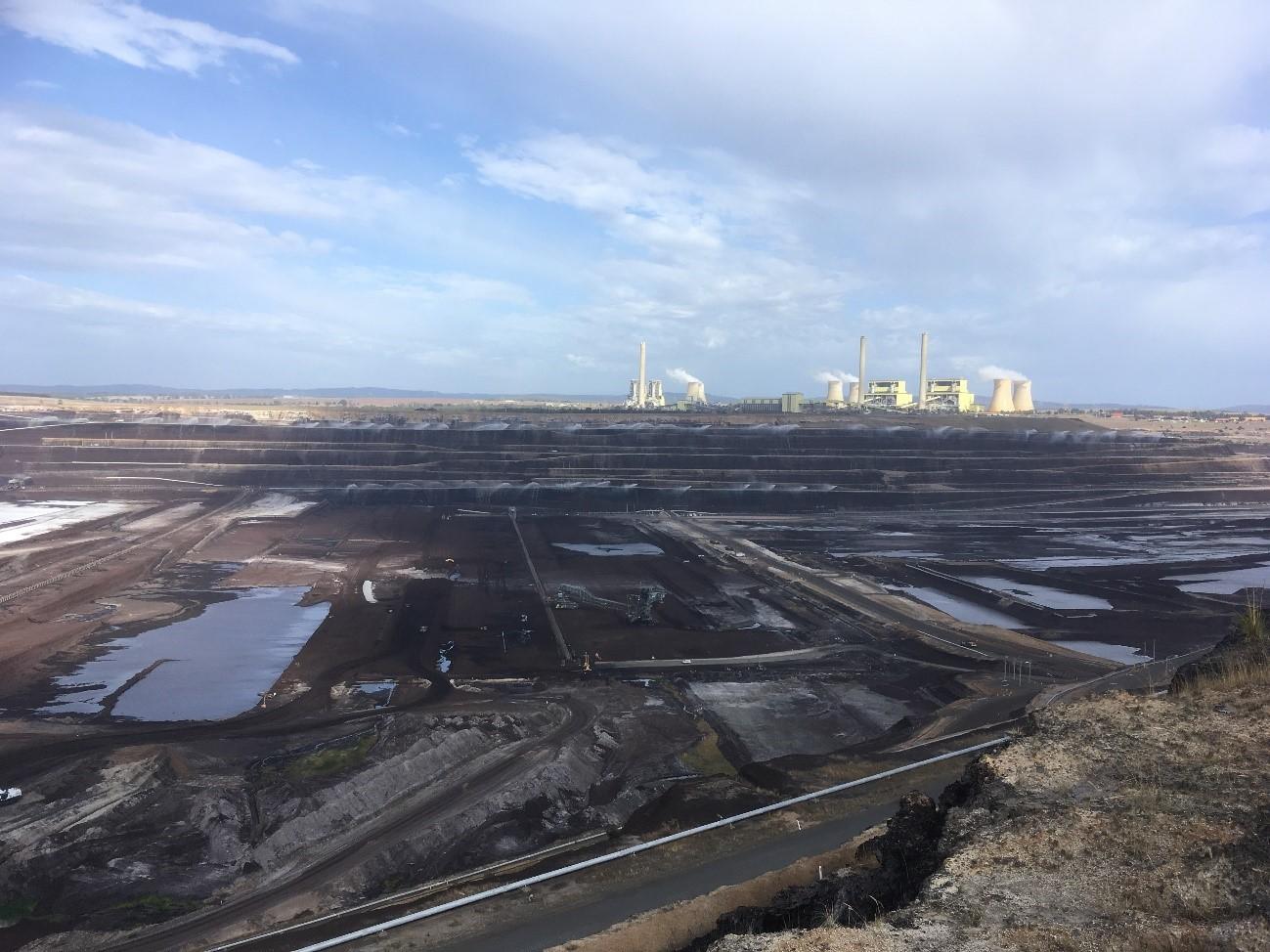 豪州のメルボルン近郊の広大な褐炭採石場