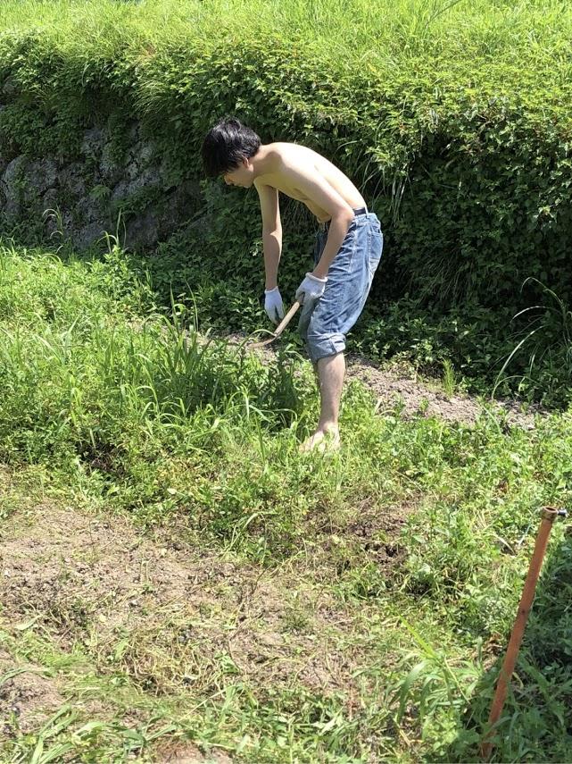 7月14日 35℃超える酷暑の中 家族が農園の草取りに応援