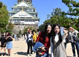 今は大阪城も観光のメッカとなっている。