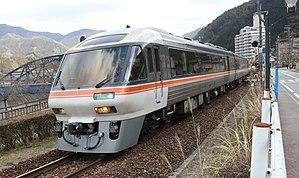 岐阜~富山へつながる鉄道(高山本線)の特急列車です