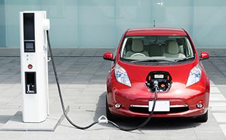 電気自動車は充電時間と容量にネックあり