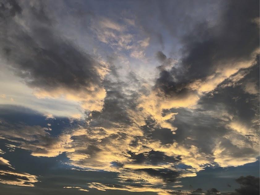 アシスト中村の事務所窓から7月28日の北西の夕日です。(台風の前日)