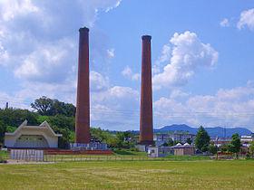今も残る石炭の街の煙突です。